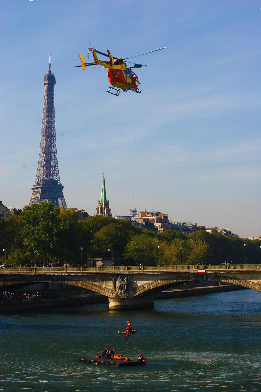 Hélico sécurité civile Tour Eiffel